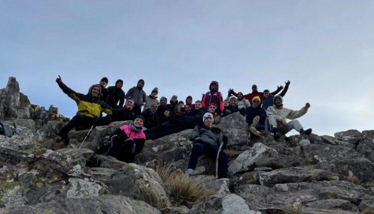 Bahía Basket: excursión al Cerro Tres Picos para fortalecer al grupo