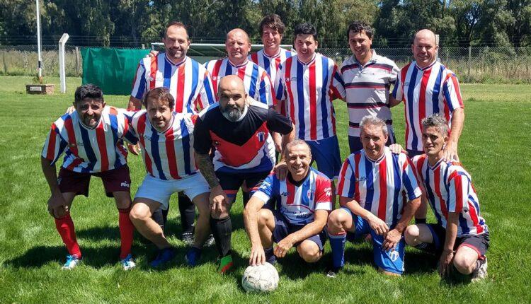 El equipo de fútbol senior del Club Atlético Ventana comenzó a moverse